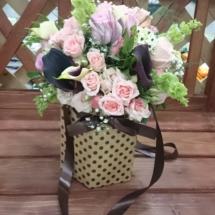 Композиция из цвето в коробке